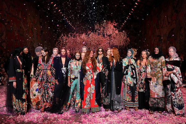 Designer Camilla Franks (centre) poses with models following her Camilla fashion show during Mercedes-Benz Fashion Week Australia in Sydney, Thursday, May 17, 2018. (AAP Image/Dan Himbrechts), EDITORIAL USE ONLY