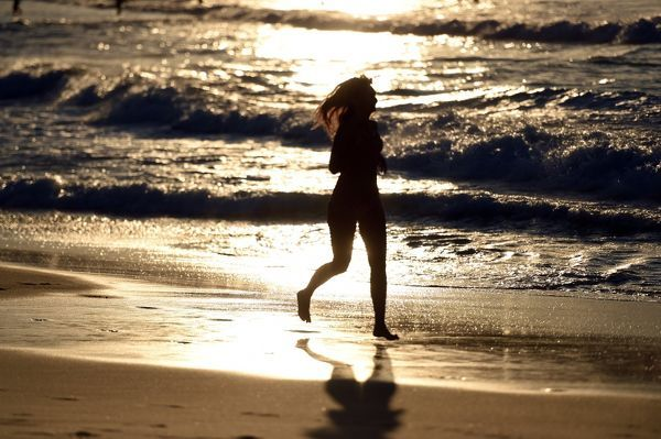 A jogger is seen at Bondi Beach in Sydney. (AAP Image/Mick Tsikas)