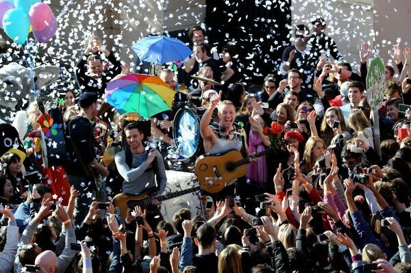 Coldplay lead singer Chris Martin gives the thumbs up as he and his band make a music video for their single 'A Sky Full of Stars' on King Street in Newtown, Sydney