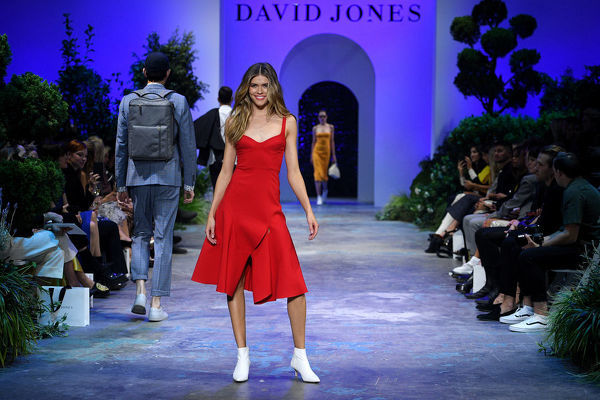 Australian model Victoria Lee walks the runway during the David Jones Spring Summer 2018 Collections Launch, in Sydney, Wednesday, August 8, 2018. (AAP Image/Dan Himbrechts)