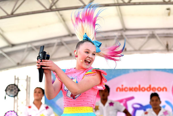 American Nickelodeon and social media star JoJo Siwa performs to young fans at Seaworld on the Gold Coast, Monday, July 2, 2018. (AAP Image/Dan Peled), EDITORIAL USE ONLY