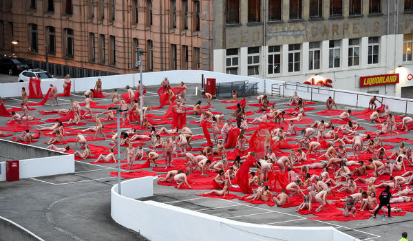 Contemporary New York artist Spencer Tunick, is seen photographing nude Melburnians for his latest piece, 'Return of the Nude', as part of Chapel st, Prahran's Provocare festival, in Melbourne, Monday, July 9, 2018. (AAP Image/Penny Stephens) NO ARCHING