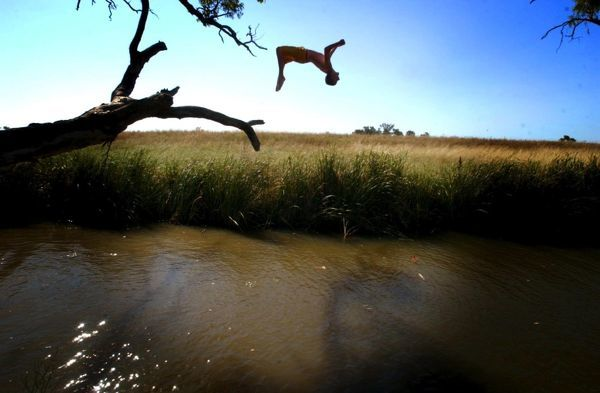 Hot weather in the mid-40's led to Tamworth residents jumping for joy in a cold creek