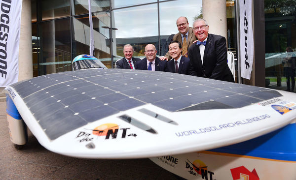 (L-R) Andrew Moffatt, Minister for Trade Tourism and Investment Hon David Ridgway, Bridgestone Corporation Brand and Strategy director Ken Oyama, Rodney Harrex and Event Director Bridgestone World Solar Challenge Chris Selwood AM, pose for a